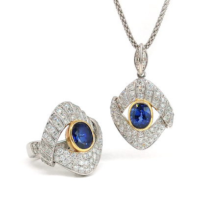 留め方の異なる上下のダイヤがこだわりデザイン!