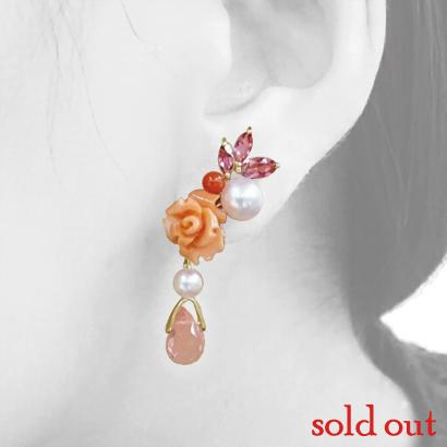 ピンク系カラーが華やかな珊瑚のイヤークリップ