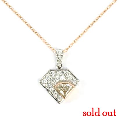 ダイヤシェイプのダイヤのユニークネックレス