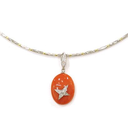 星モチーフを付けた遊び心の珊瑚ペンダント