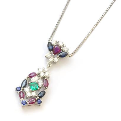 宝石を繋いだ華奢で華やかなペンダント