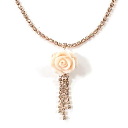 ダイヤタッセルがリッチなバラ珊瑚ネックレス