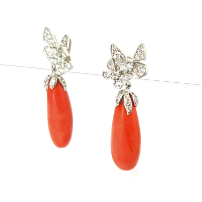 二匹の蝶が舞うリッチな珊瑚ピアス