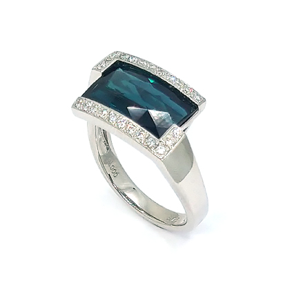 宝石の留め方にこだわった技術が光るデザイン!